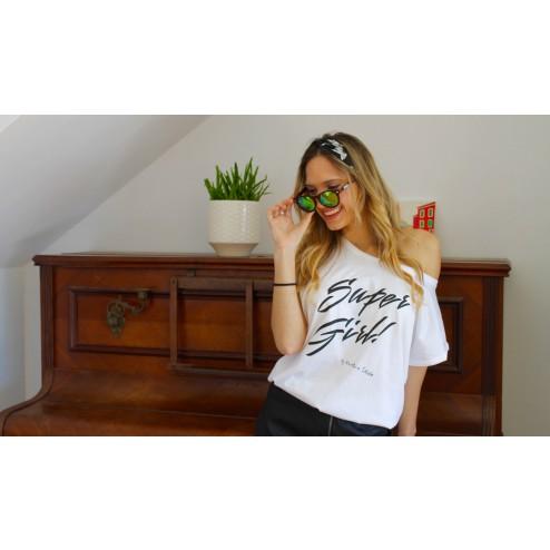 Camiseta Super Girl blanca de karolina toledo