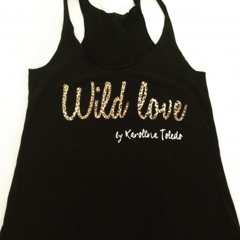 camiseta de tirantes wild love y animal print de karolina toledo