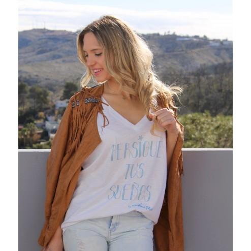 Camiseta blanca Perisgue tus sueños karolina toledo