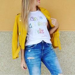 Camiseta Ando Así Como Feliz de Karolina Toledo.