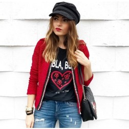 Camiseta Negra Bla Bla de Karolina Toledo