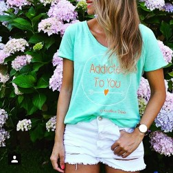 Camiseta Addicted To You de Karolina Toledo