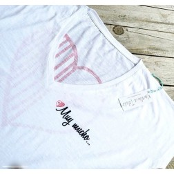 Camiseta Blanca Muy Mucho de Karolina Toledo