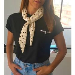 Camiseta Negra Muy Mucho de Karolina Toledo