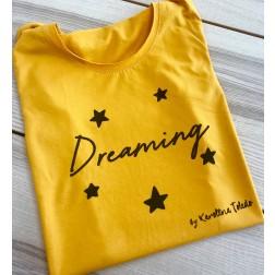 Camiseta Dreaming mostaza de Karolina Toledo