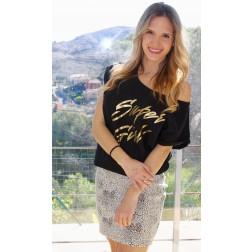 Camiseta Super Girl de Karolina Toledo